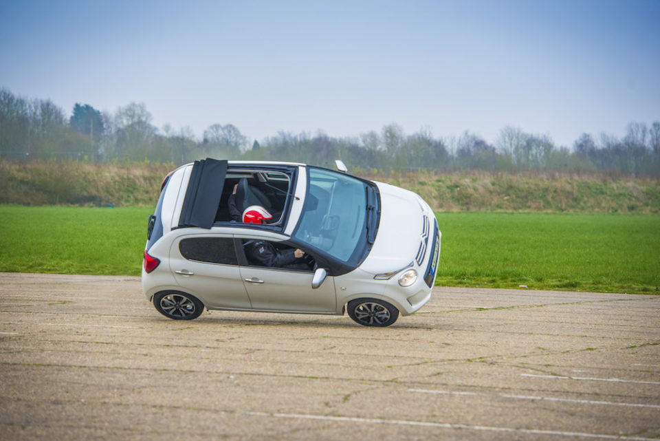 TARGET-PRACTICE-WITH-CITROËN-C1-AIRSCAPE-4-960x641.jpg